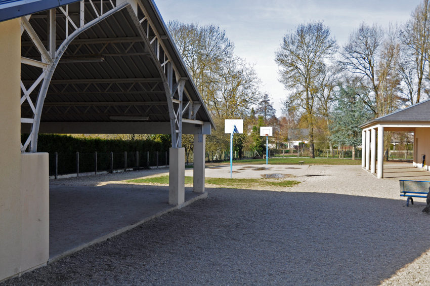 14 Ecole Notre dame de la bretauche -Cour (3)